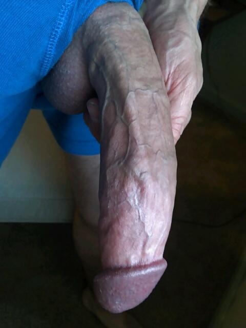Une bite gante pour son petit cul - tukifcom